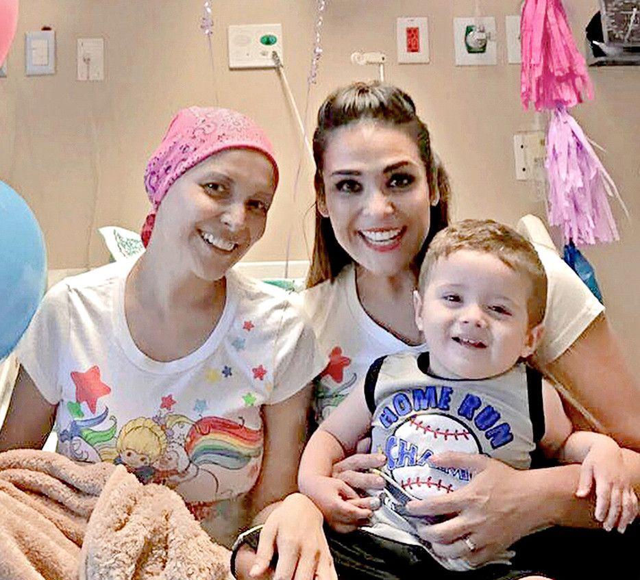 Por tercera ocasión, Karla Luna (izq.) da la batalla al cáncer./ AGENCIA REFORMA