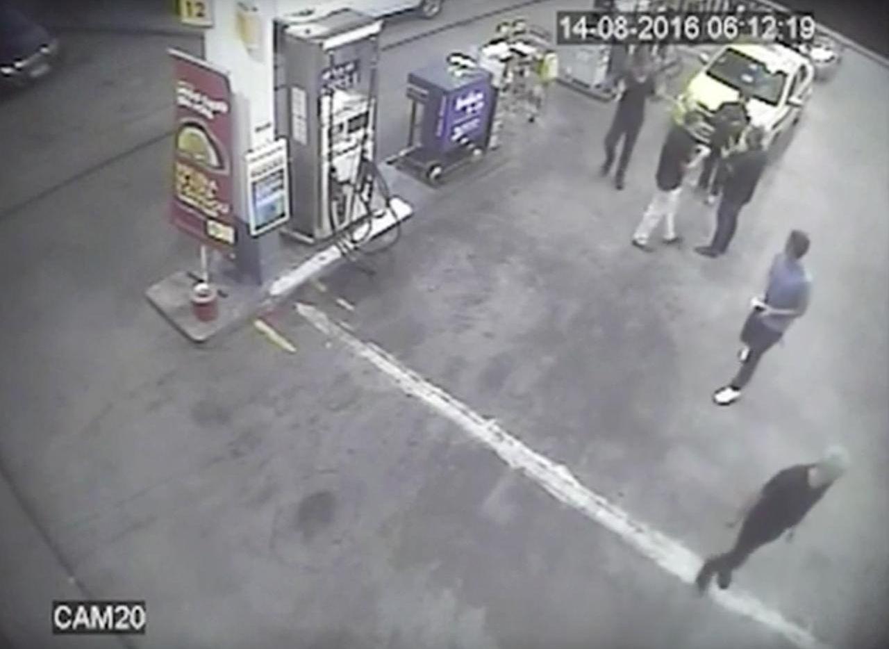Una cámara de video grabó el incidentes.(AP)