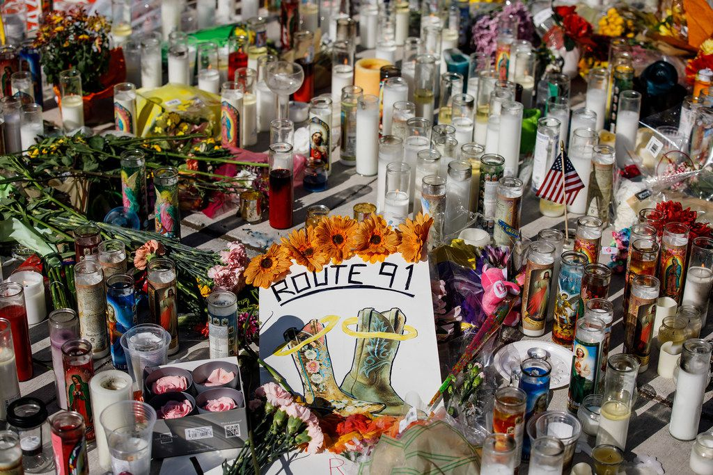 A makeshift memorial for the victims of the mass shooting is seen on the intersection of Sahara Avenue and Las Vegas Boulevard in Las Vegas. (Marcus Yam/Los Angeles Times)