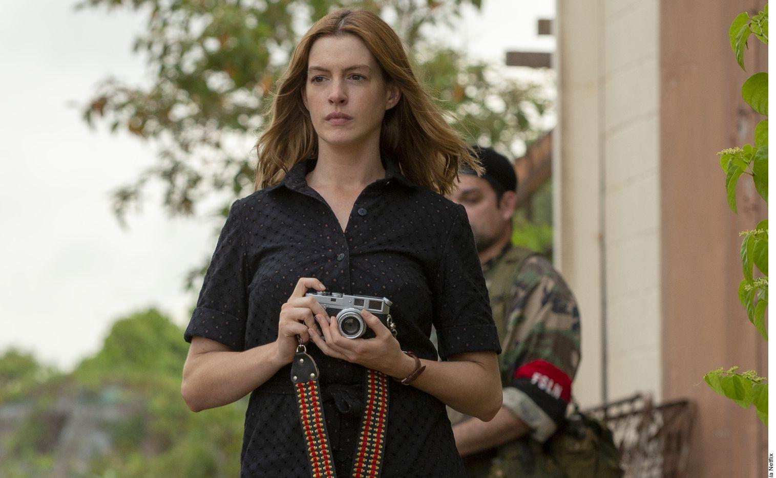 La trama de Su Último Deseo gira alrededor de una periodista (Hathaway) que se ve involucrada en el tráfico de armas por realizar un encargo de su padre (Dafoe).