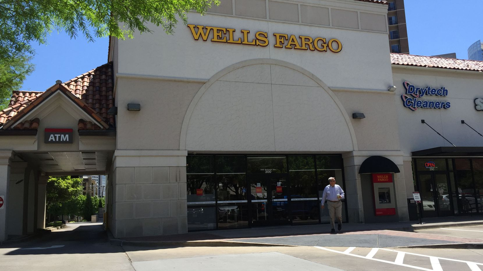There are still more than 1,600 retail banking locations in North Texas.