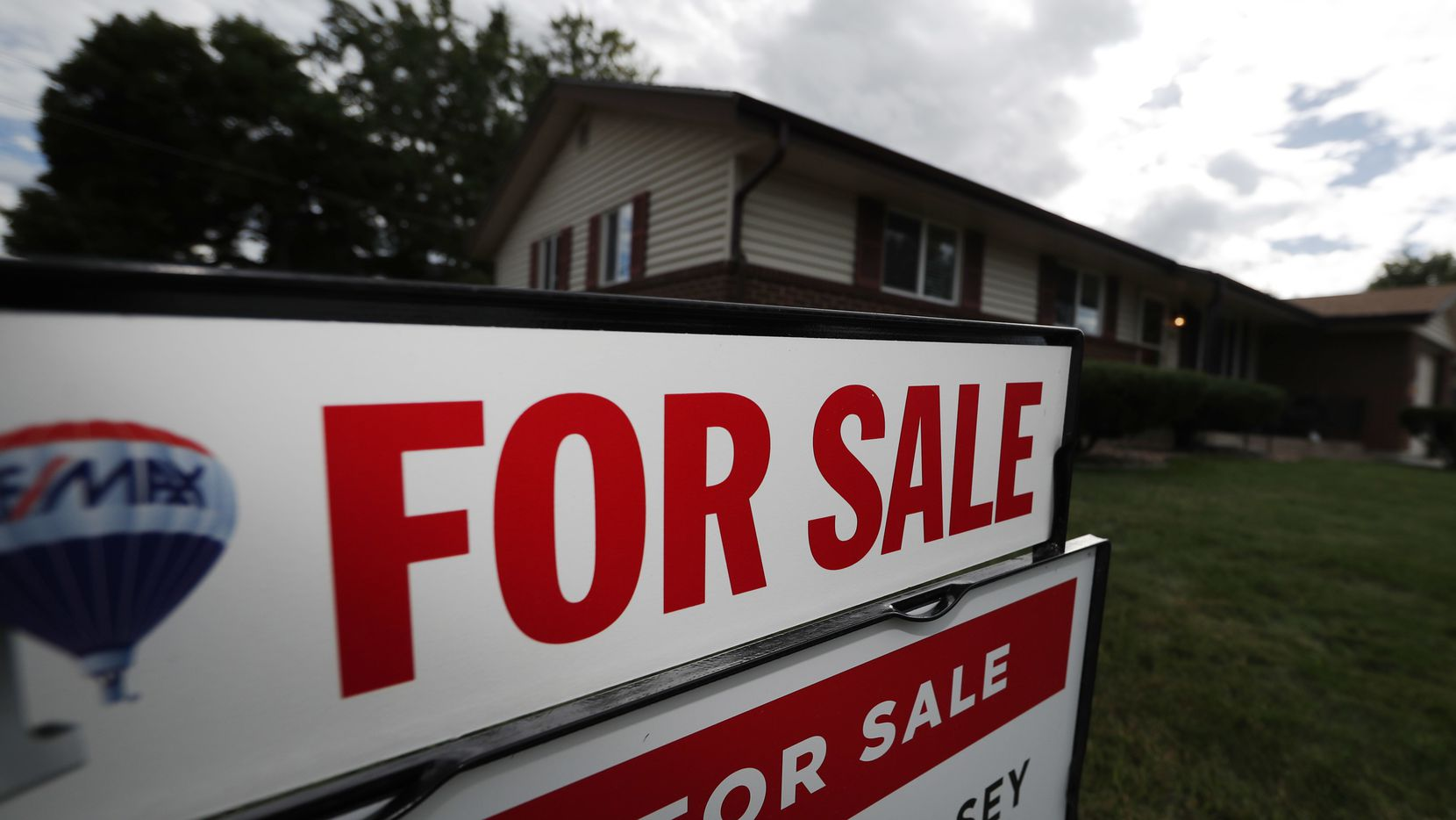 Low mortgage rates are extending the traditional home buying season.