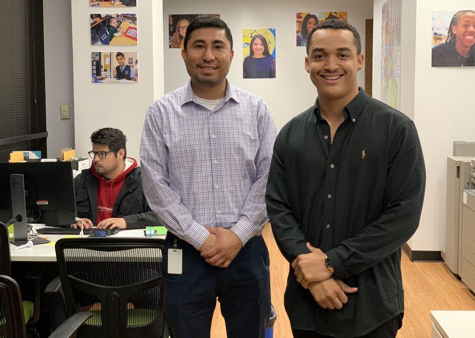 Juan Barrón (izq.) y Kam Willard (der.), del Dallas ISD, aseguraron que el futuro de los estudiantes es mejor cuando se buscan las escuelas adecuadas a su talento.