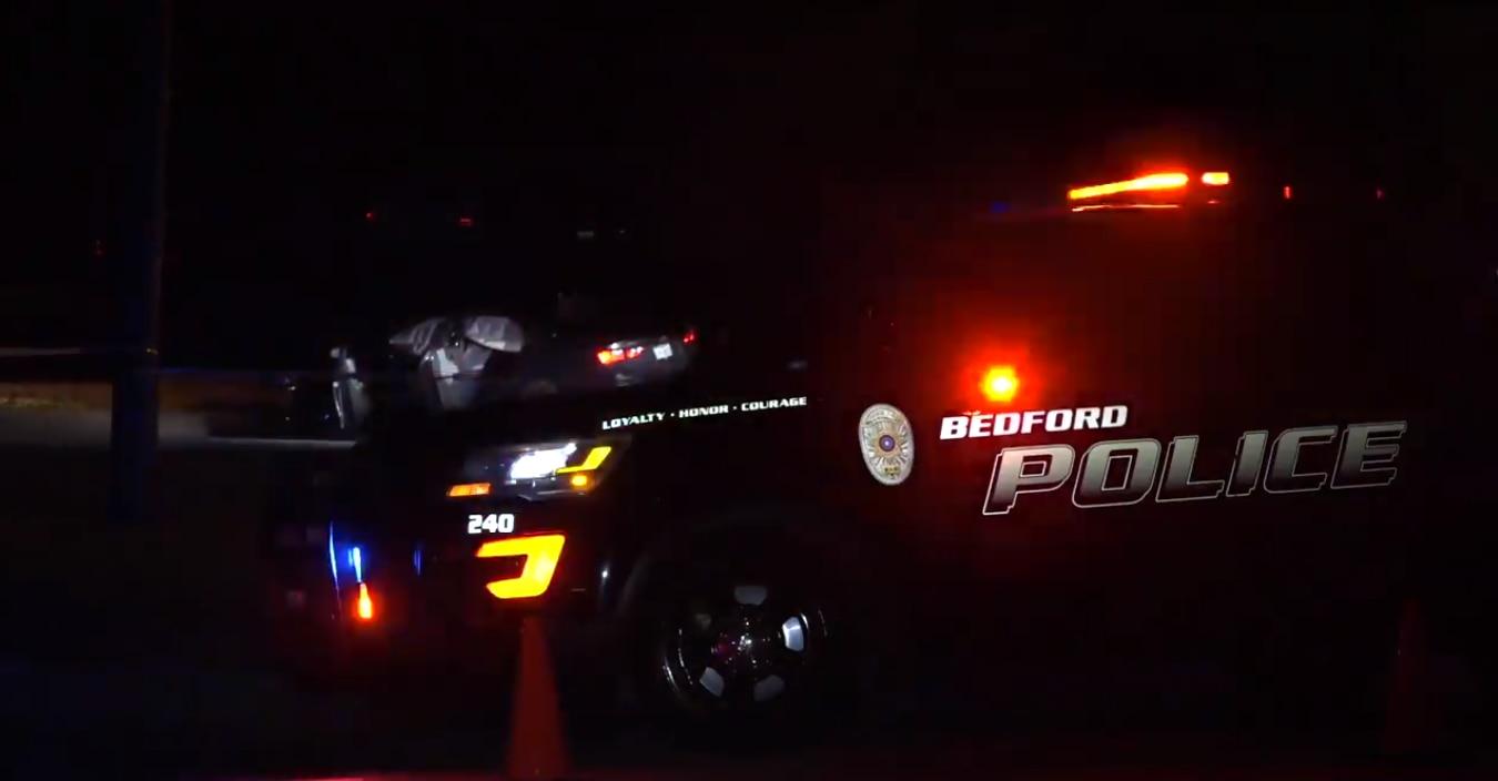 Un oficial de policía de Bedford será puesto en licencia administrativa de rutina tras disparar a un hombre esta madrugada.