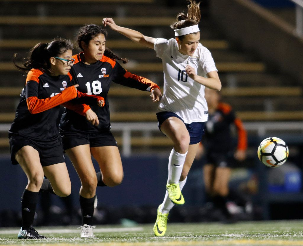 Highland Park's Presley Echols (right) is tied for second in the Dallas area in goals scored with 40, and her 20 assists are tied for sixth-most in the area. (Steve Hamm/Special Contributor)