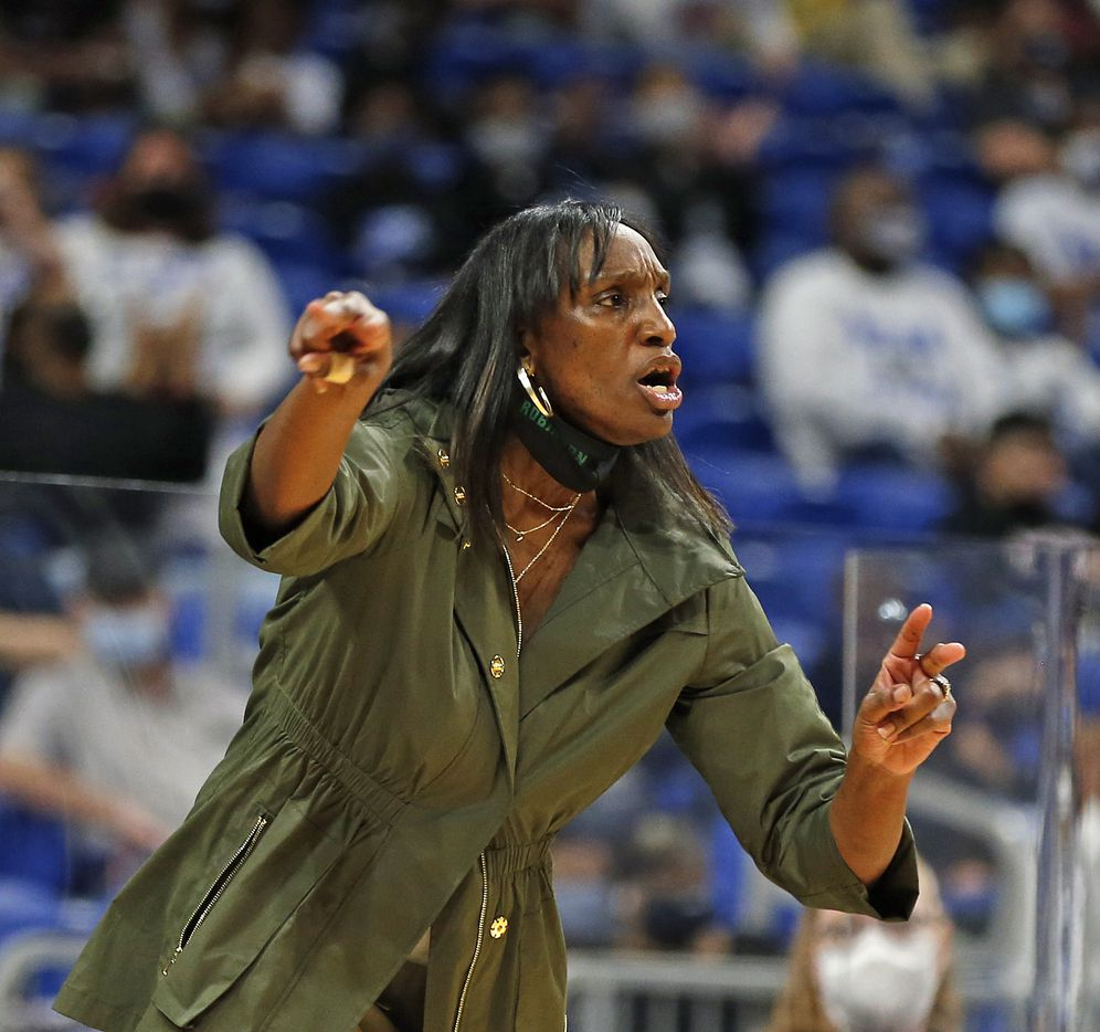 DeSoto head coach Andrea Robinson gives her team instruction. DeSoto vs. Cypress Creek girls basketball Class 6A state championship game on Thursday, March 12, 2021 at the Alamodome.