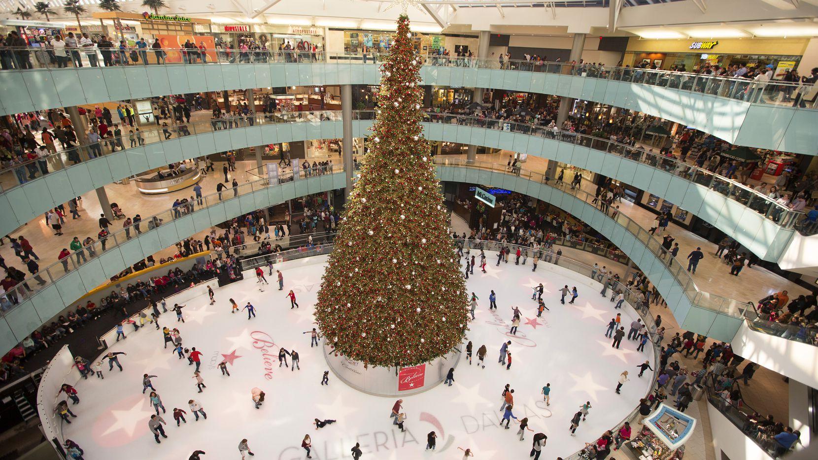 El árbol de Navidad volverá al Galleria Dallas este año.
