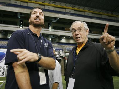 ORG XMIT: *S191252E1* CBS 11 sports reporter Babe Laufenberg, left, and Dallas Cowboys radio announcer Brad Sham talk on the sidelines during training camp at the Alamodome in San Antonio, Texas Thursday August 2, 2007.SPECIAL FOR SHAM/LAUFENBERG STORY11242007xSports