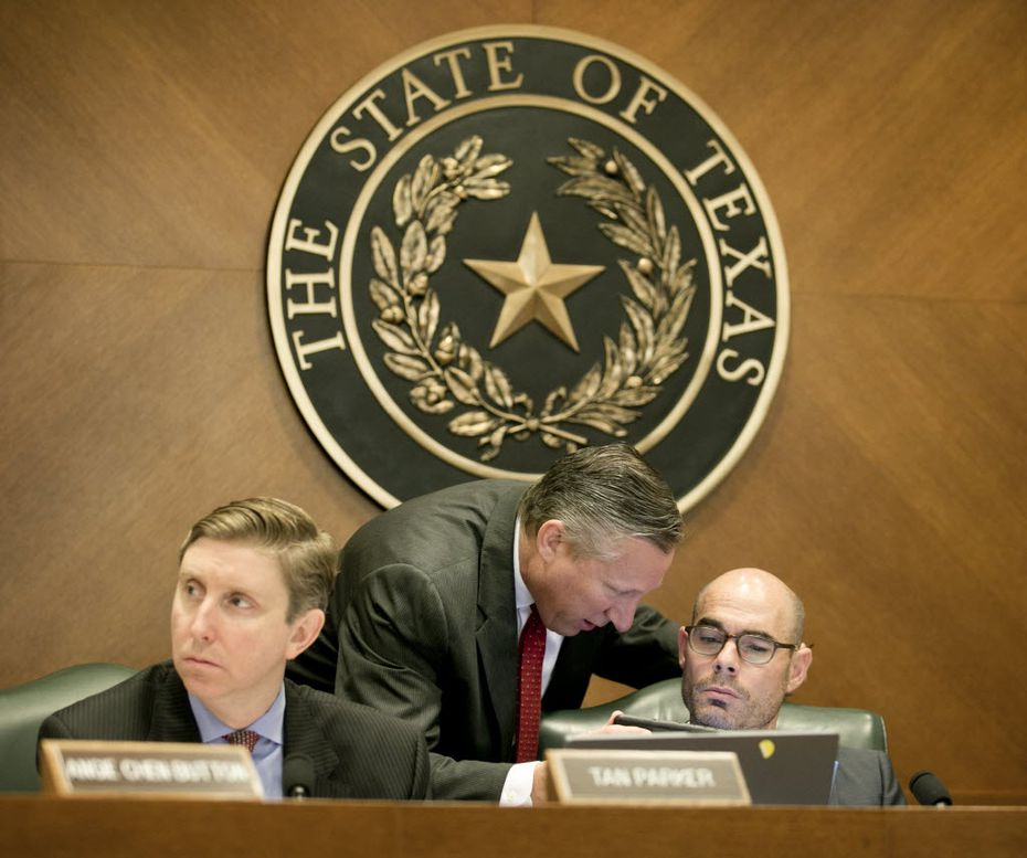 """Angleton GOP Rep. Dennis Bonnen (right) said it's regrettable the state is """"taxing businesses even when they lose money."""" (2015 File Photo/Austin American-Statesman)"""