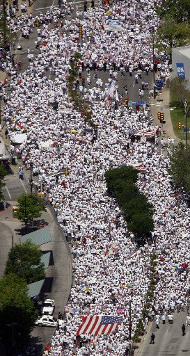 "Aerial view along Griffin as participants march in support of immigration rights the ""Mega-march Dallas: For American Values and Justice"" in downtown Dallas, Sunday , April 9, 2006. (Smiley Pool/Staff Photographer)"