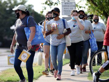 """La campaña """"Time's Up to Stand Up. Get Counted"""", de Dallas County Counts espera animar a las familias en áreas con tasas de respuesta baja a completar el cuestionario de censo."""
