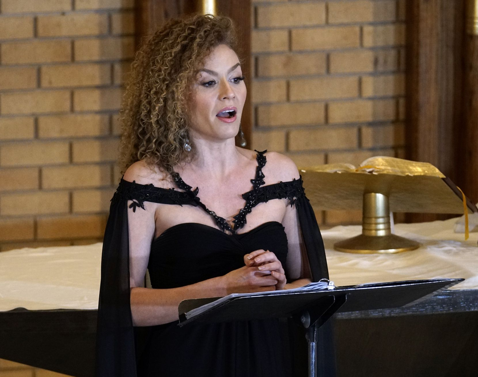 """Soprano Haley Sicking sings the part of the Angel in Handel's """"La resurrezione"""" with the Dallas Bach Society at Zion Lutheran Church."""