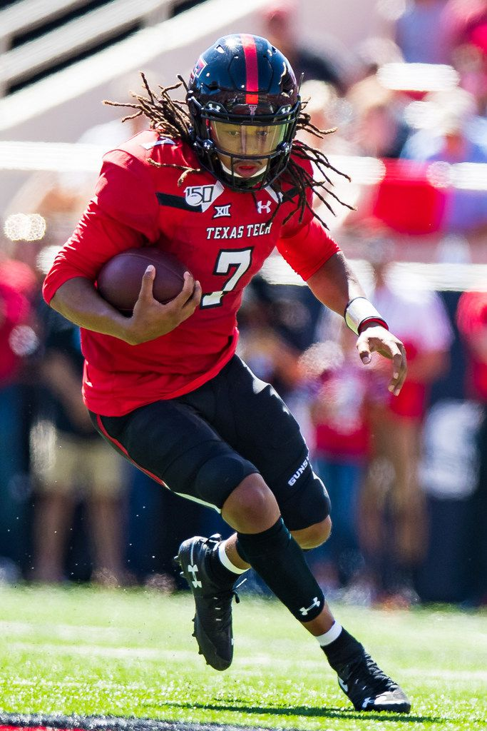 LUBBOCK, TEXAS - OCTOBER 05: Quarterback Jett Duffey #7 of the Texas Tech Red Raiders runs with the ball during the second half of the college football game against the Oklahoma State Cowboys on October 05, 2019 at Jones AT&T Stadium in Lubbock, Texas. (Photo by John E. Moore III/Getty Images)