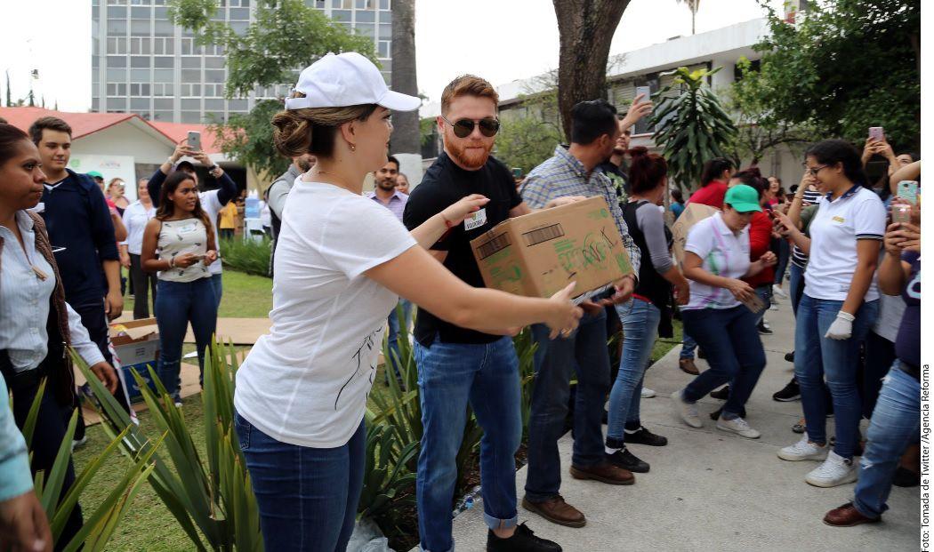 Saúl Álvarez acudió al DIF Jalisco para hacer una donación de dos camiones repletos de víveres, cada uno con capacidad de 5 toneladas./AGENCIA REFORMA