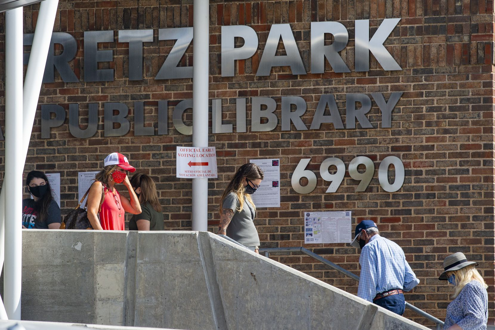 Voters line up to cast their ballot during the early voting period for the general U.S. election at Fretz Park Public Library in Dallas on Tuesday, Oct. 20, 2020. (Lynda M. González/The Dallas Morning News)