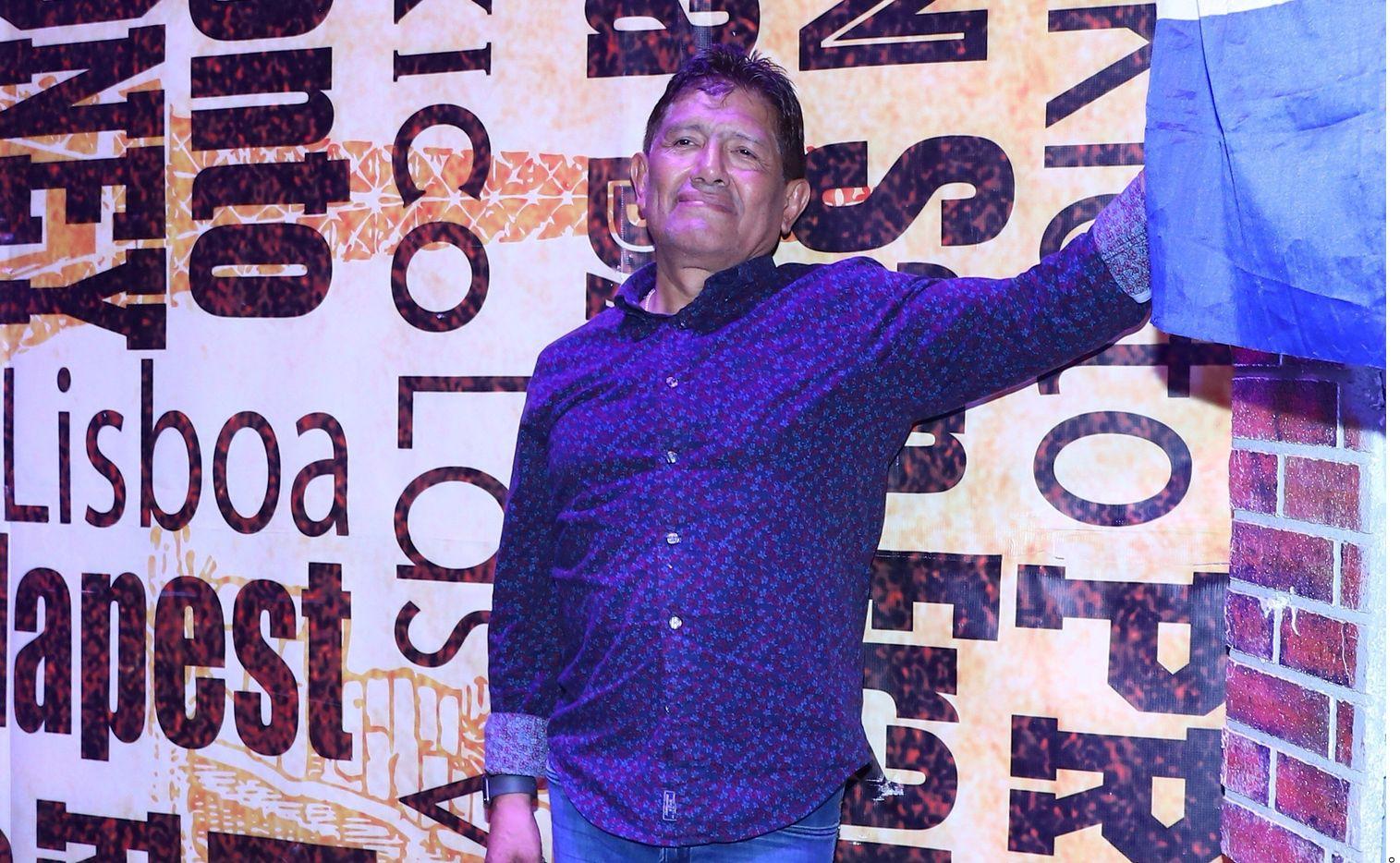 Juan Osorio ha usado un tanque de oxígeno para respirar mejor debido a que dio positivo al coronavirus hace días.