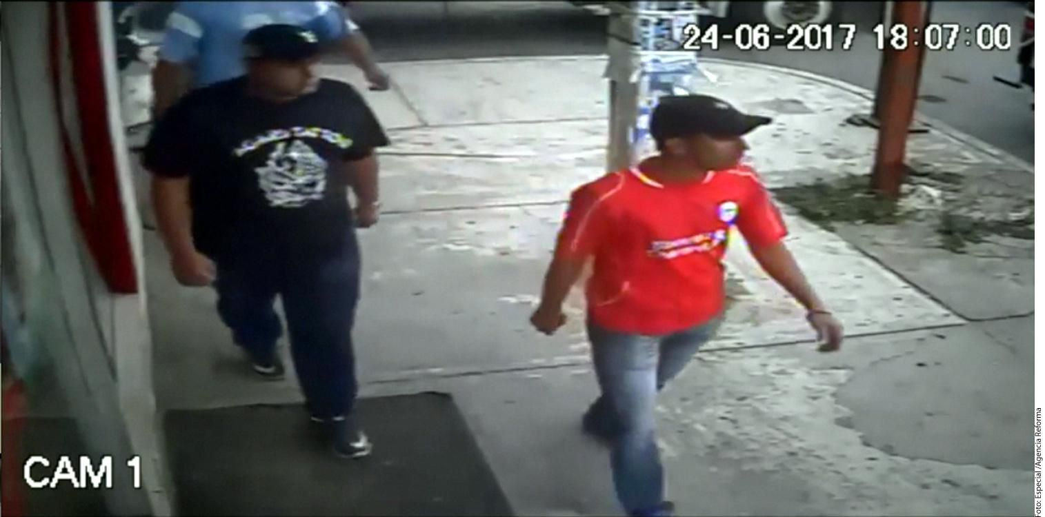 Los presuntos asesinos del Comisionado de la Policía Federal en Veracruz, Camilo Castagné, quedaron grabados en cámaras cercanas al lugar donde ocurrió el crimen.(AGENCIA REFORMA)