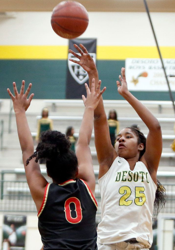DeSoto's Ash'a Thompson (25) scores two of her first half points over the defense of South Grand Prairie's Vasana Kearney (0). The two teams played their District 7-6A girls basketball game at DeSoto High School in DeSoto on January 21, 2020. (Steve Hamm/ Special Contributor)