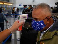 Personal de salud del gobierno de México realizará tests y cuestionarios a viajeros que ingresen al país para evitar la propagación de covid-19.