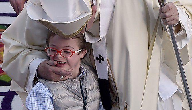 Más de diez menores tuvieron la oportunidad de saludar al Papa, entre ellos había jóvenes que buscaban solicitar salud al Pontífice.