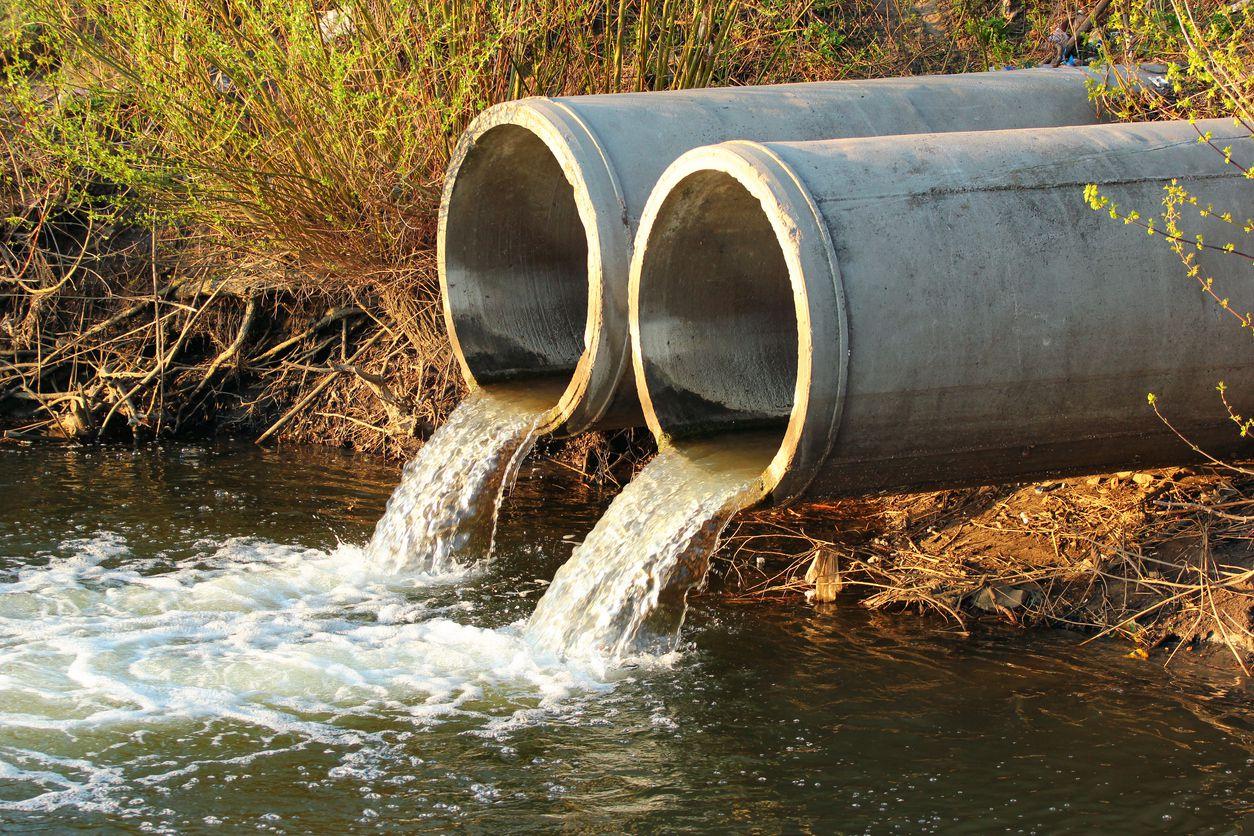 Temen que el derrame de aguas residuales pueda llegar hasta el lago Ray Hubbard. iSTOCK