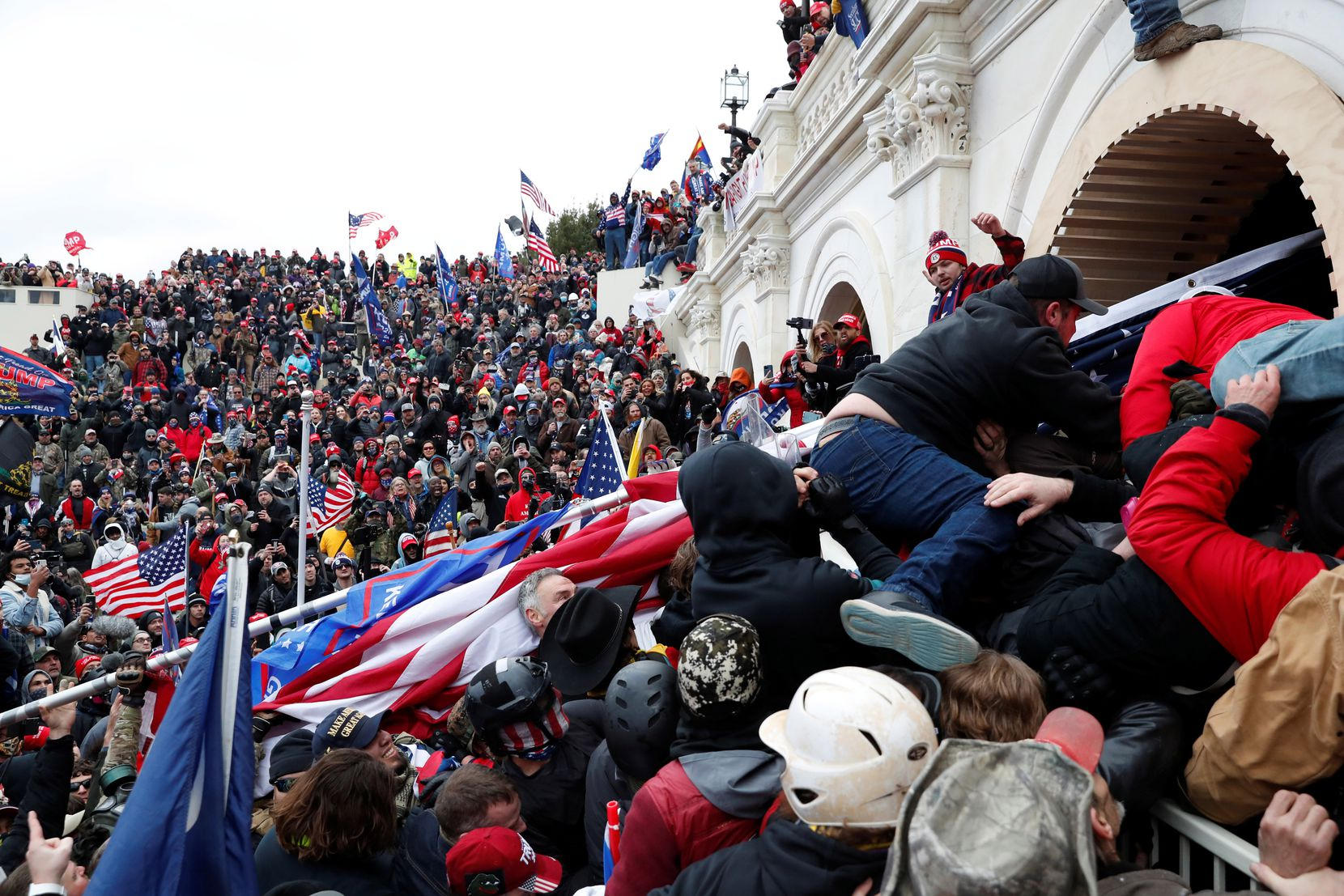 Pro-Trump protesters storm into the U.S. Capitol during clashes with police, during a rally to contest the certification of the 2020 U.S. presidential election results by the U.S. Congress, in Washington, U.S, January 6, 2021. REUTERS/Shannon Stapleton - RC2P2L93TPZS