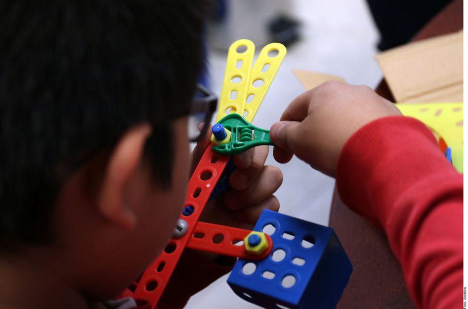 El autismo afecta las áreas de desarrollo como la comunicación, la socialización y la alteración sensorial, pero sus causas se desconocen.
