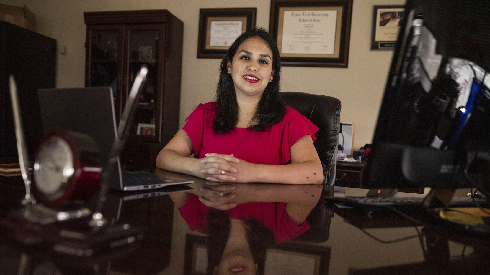 """La abogada Monica Lira Bravo es la nueva presidente de la junta de Dallas College. También fue elegida por """"D Magazine"""" como la abogada del año."""