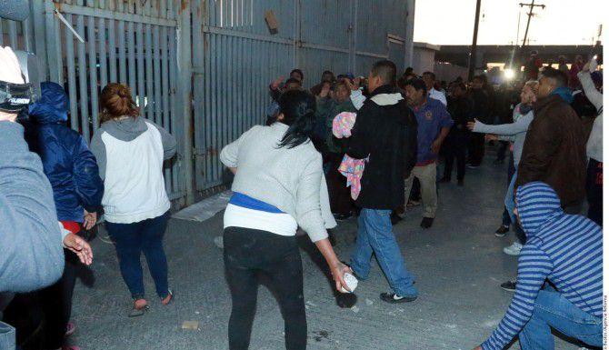 Un motín en el Penal del Topo Chico movilizó a elementos policiacos y militares que mantienen un cerco en los alrededores del centro penitenciario./AGENCIA REFORMA