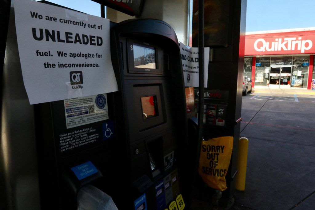 The QuikTrip gas station in Duncanville, Tx at Cockrell Hill Rd and Hwy 67 had run out of gas due to Hurricane Harvey on Thursday, August 31, 2017. (Irwin Thompson/The Dallas Morning News)
