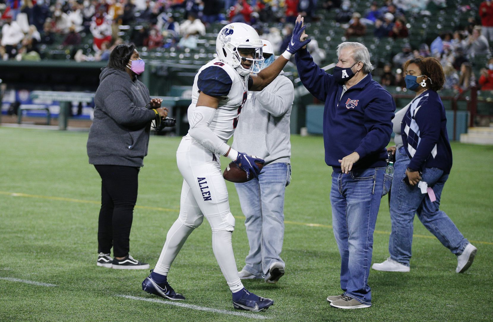 Allen senior wide receiver Bryson Green (9) high fives a fan on the sidelines after scoring a touchdown during the first half of a high school Class 6A Division I Region I semifinal football game against Euless Trinity at Globe Life Park in Arlington, Saturday, December 26, 2020. (Brandon Wade/Special Contributor)