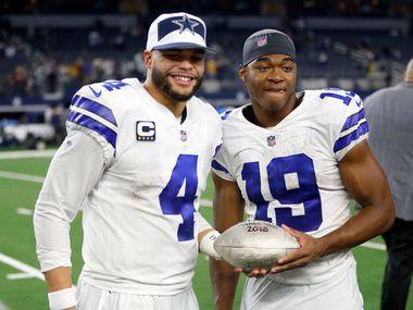 El futuro contractual del mariscal de los Dallas Cowboys, Dak Prescott (4), y el receptor Amari Cooper, depende de un nuevo convenio laboral entre los dueños de equipos y los jugadores de la NFL.