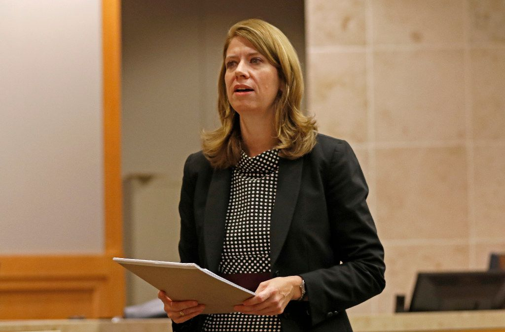 Prosecutor Cynthia Walker talks to jurors on the first day of the Robert Moses murder trial.