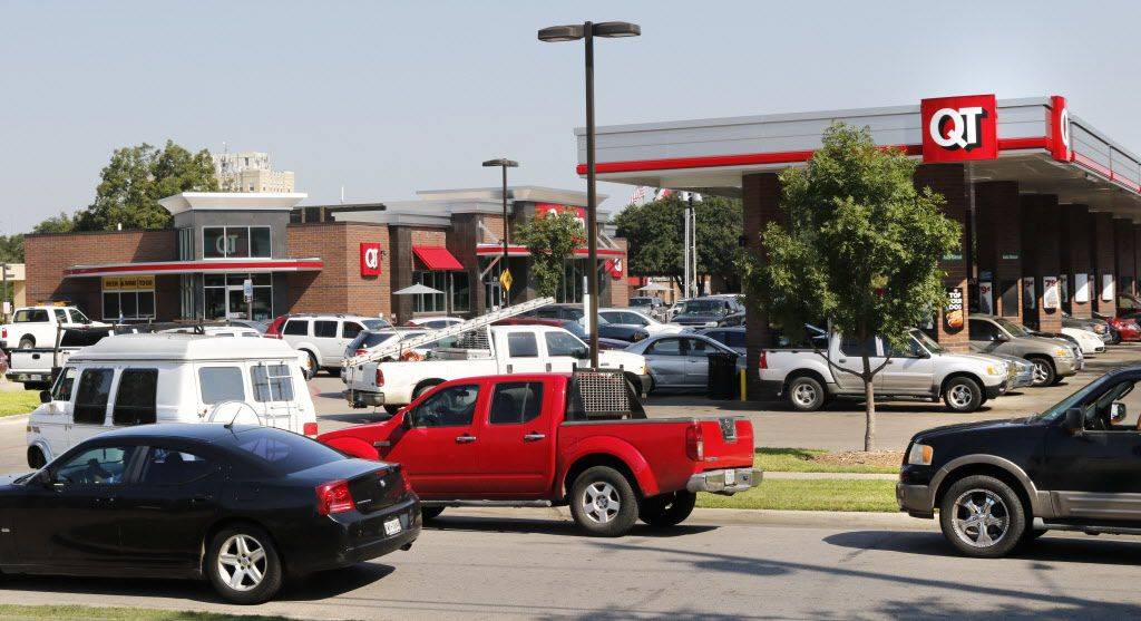 Motorist wait in line to purchase gas at Quik Trip located at 511 South Zang Blvd in Dallas on Thursday.