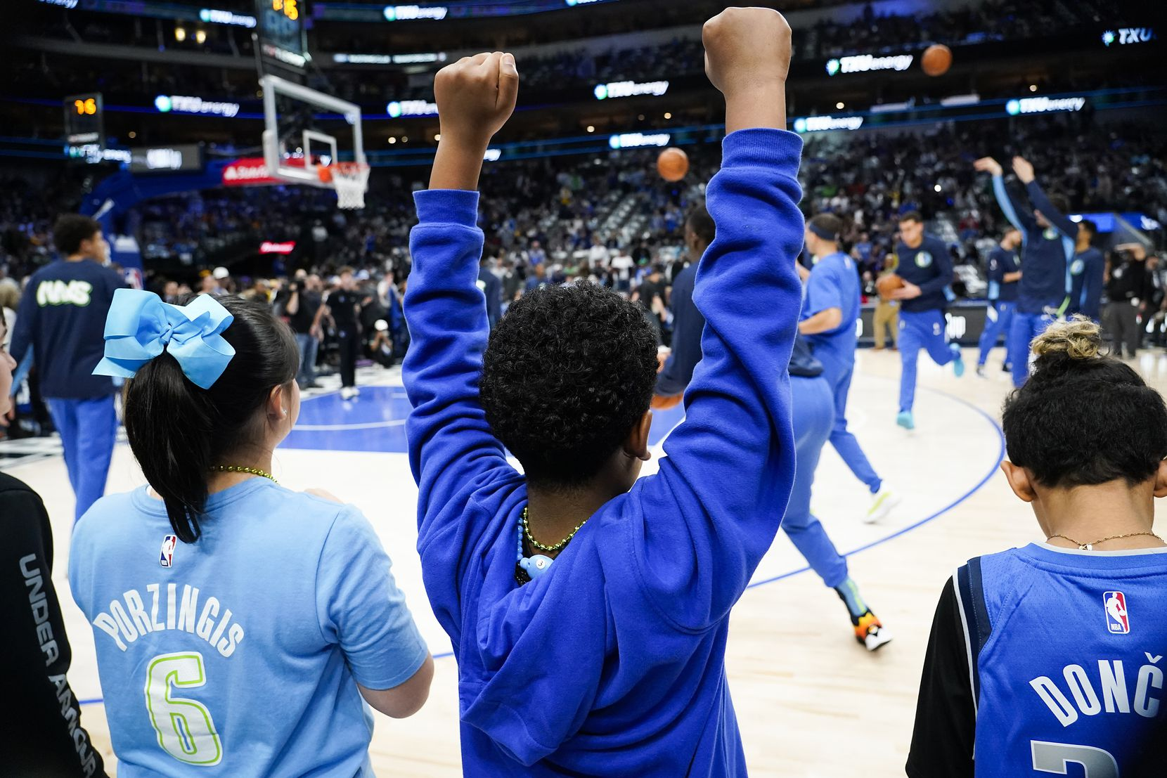 Young fans cheer as the Dallas Mavericks warm up before an NBA basketball game against the Los Angeles Lakers at American Airlines Center on Friday, Jan. 10, 2020, in Dallas.