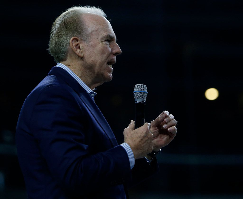 Former Dallas Cowboys quarterback Roger Staubach speaks to Air Force Academy cadets at AT&T Stadium in Arlington, Texas on Friday, Oct. 14, 2016. (Rose Baca/The Dallas Morning News)