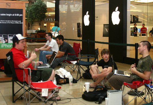 Larry Irwin (left), Matt Bolinger and Hunter Hooper wait to buy the original iPhone on June 29, 2007, at the Apple store at the Shops at Willow Bend in Plano.