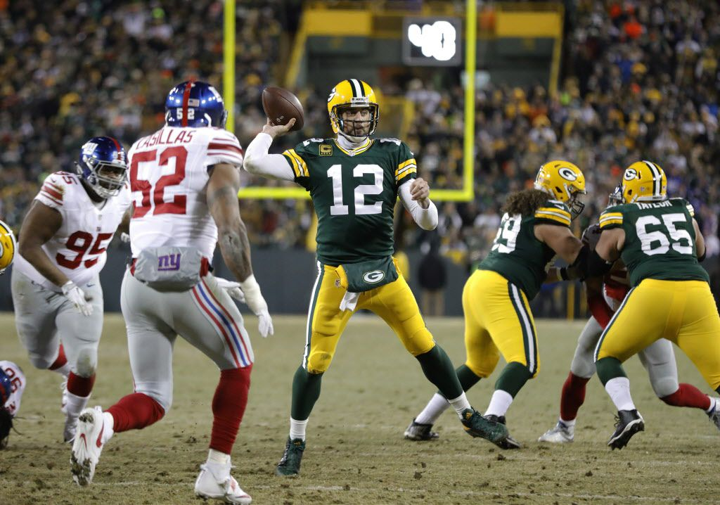 Green Bay Packers quarterback Aaron Rodgers (12) throws a touchdown pass during the first half of an NFC wild-card NFL football game against the New York Giants, Sunday, Jan. 8, 2017, in Green Bay, Wis. (AP Photo/Mike Roemer)
