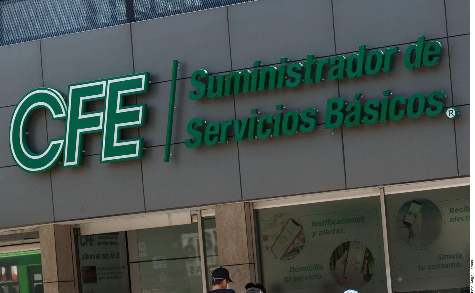 Usuarios en redes sociales escribieron a la cuenta de Twitter de la CFE para reportar apagones en Chihuahua.