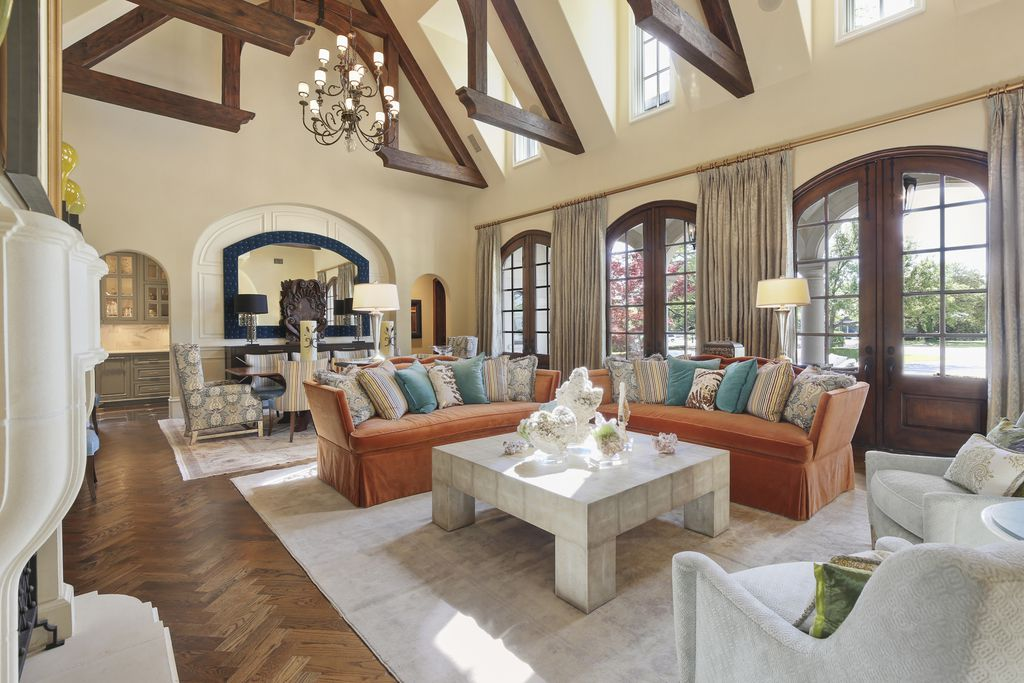 A look at the property at 10706 Bridge Hollow in Dallas.