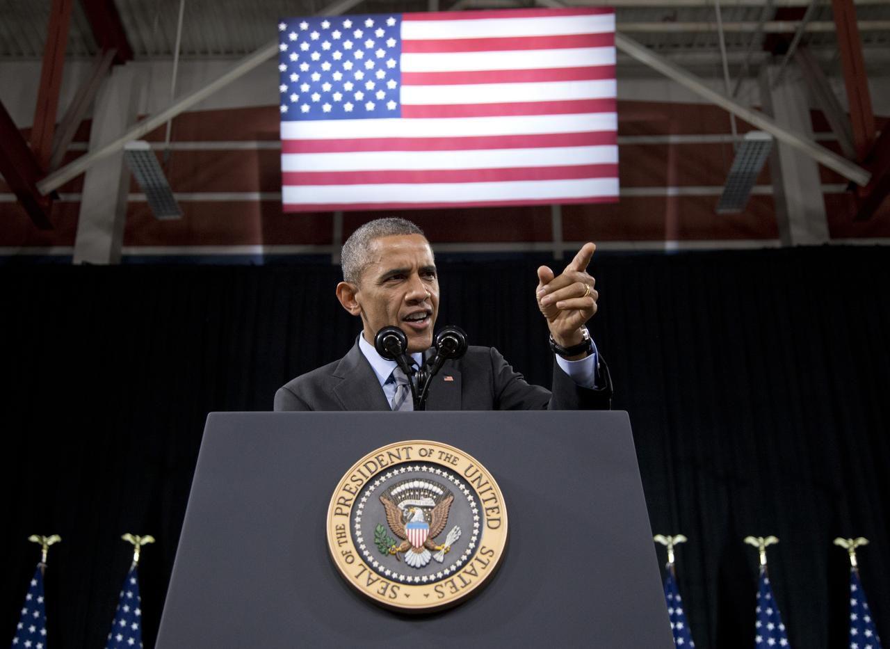 Hace casi un año, Obama anunció un plan para ampliar beneficios migratorios a unas 5 millones de personas. Las medidas ejecutivas permanecen en suspenso y podrían ser tratadas por la Corte Suprema. (AP/CAROLYN KASTER)