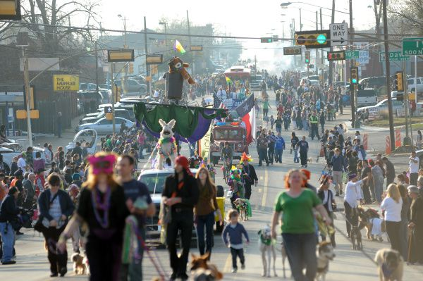 El desfile de Mardi Grass se realizará este domingo en Oak Cliff, sobre la Davis Street.
