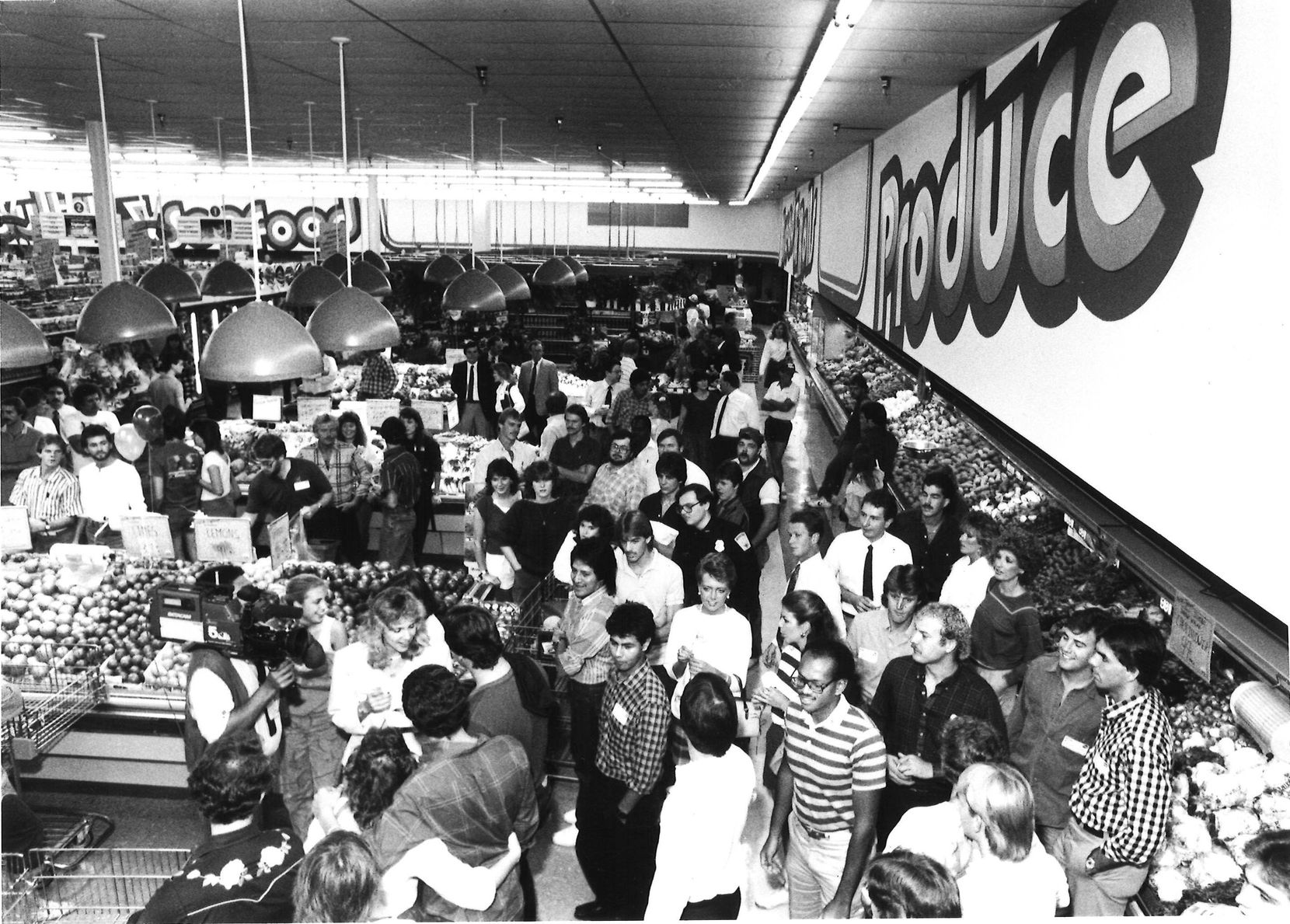 The overall scene at Kroger during singles night in October 1986.