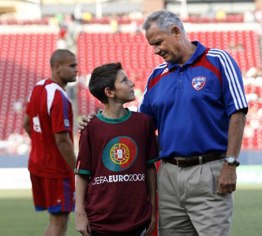 Former SMU and FC Dallas soccer coach Schellas Hyndman spends some time with his grandson Emerson Hyndman on the sideline before the start of the international friendly soccer match between FC Dallas and Chivas Guadalajara at Pizza Hut Park in Frisco, Texas, Sunday, June  29, 2008.