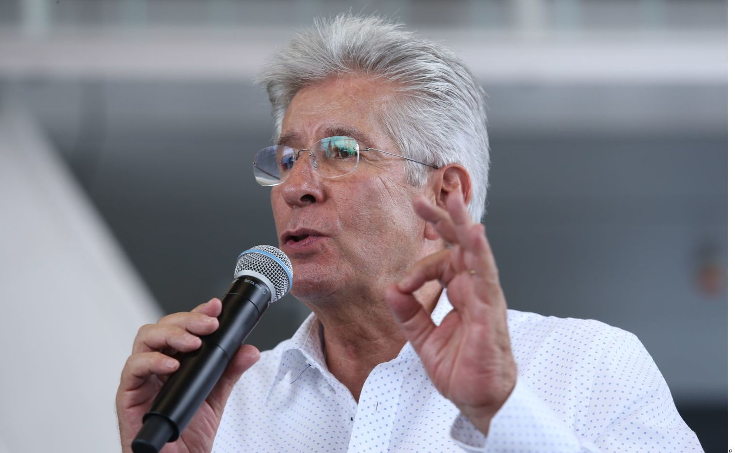 Gerardo Ruiz Esparza, quien fungió como Secretario de Comunicaciones y Transportes en el sexenio pasado, sufrió un infarto cerebral, dijeron fuentes cercanas al ex funcionario.