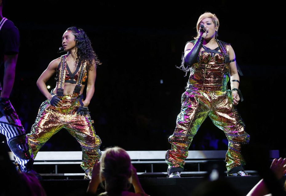 T-Boz (right) and Chilli (left) of TLC during a performance at American Airlines Center in Dallas in 2015.