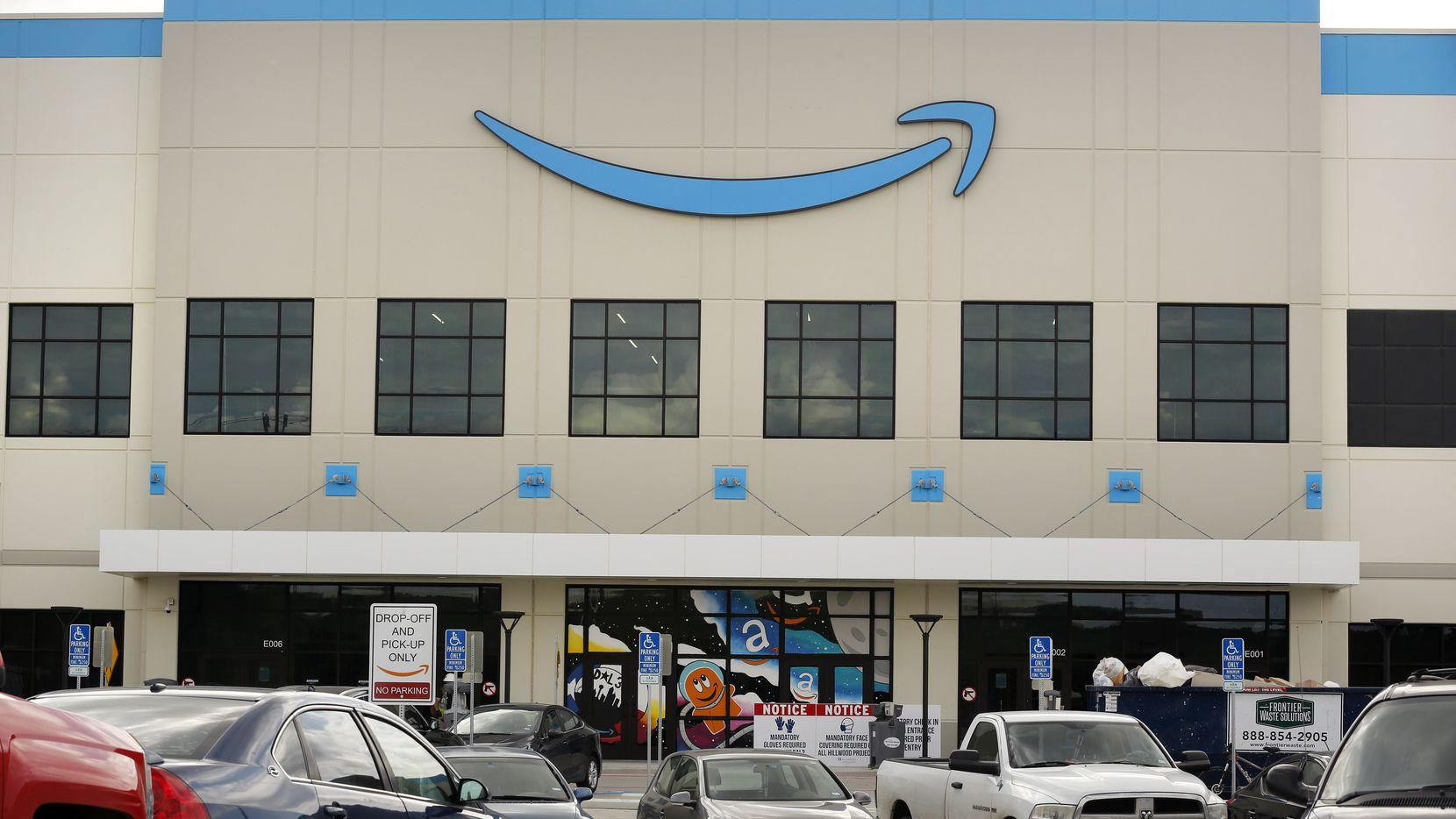Amazon podría reconvertir espacios de centros comerciales en centros de distribuición de sus productos.