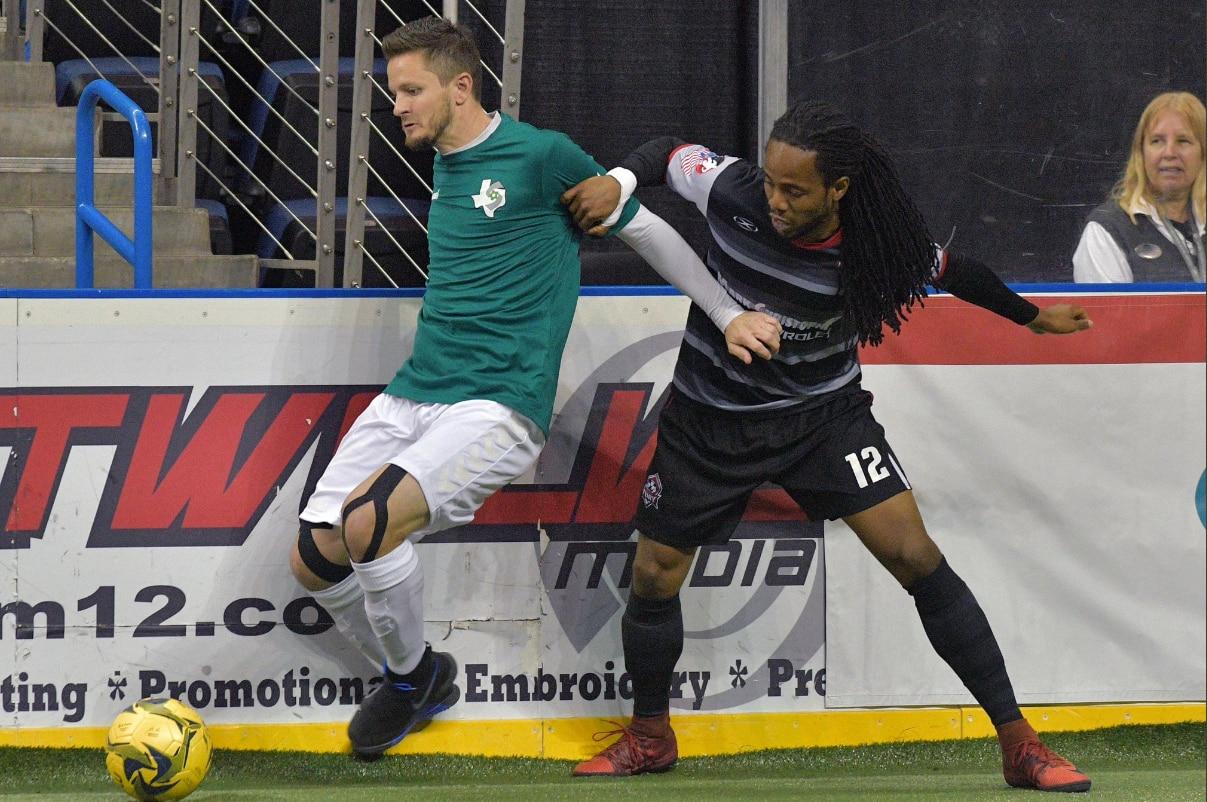 Cameron Brown (izq.) y los Sidekicks ocupan el segundo lugar de la División Sudoeste de la MASL.(SIDEKICKS)