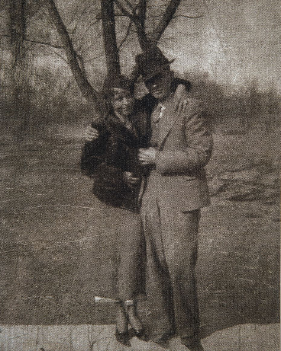 Infamous gangsters Bonnie Parker and Clyde Barrow pose for a photo in San Antonio. (Photo: Buddy Barrow)