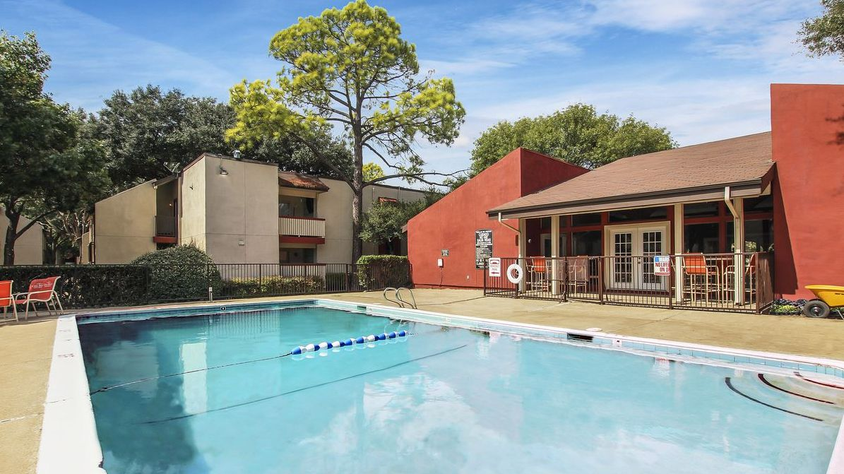 A private investor purchased the Casa  Bella apartments in Northeast Dallas.